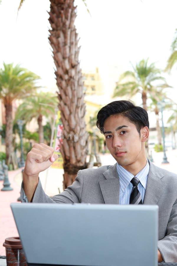 Glimlachende Aziatische zakenman royalty-vrije stock afbeeldingen