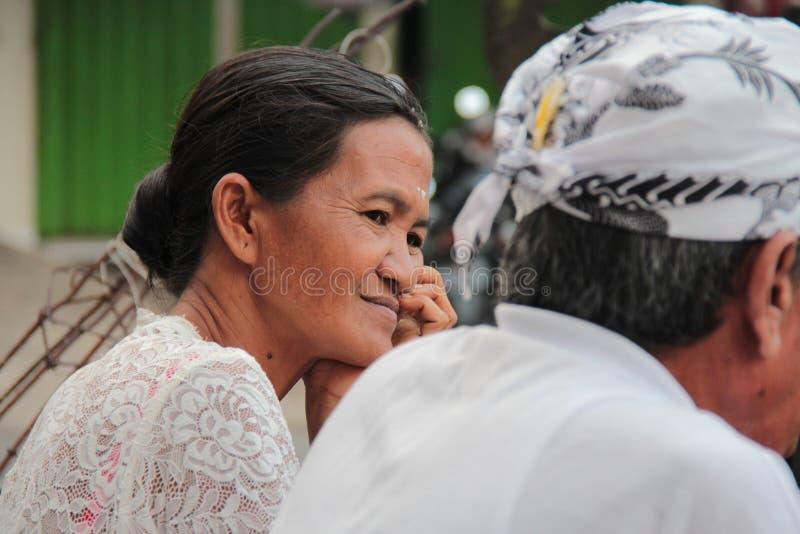 Glimlachende Balinese dame stock afbeelding