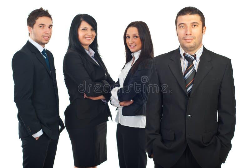 Glimlachende bedrijfsmens en zijn team stock fotografie