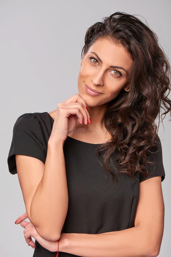 Glimlachende bedrijfsvrouw stock foto's