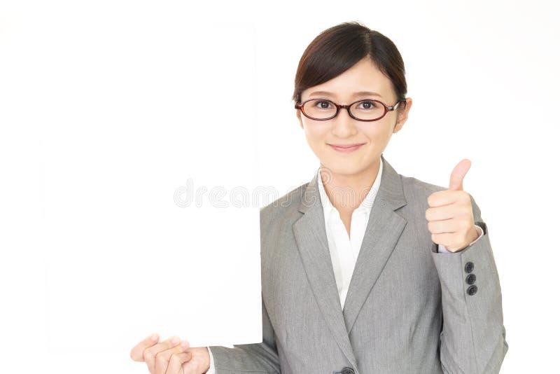 Glimlachende bedrijfsvrouw stock afbeelding
