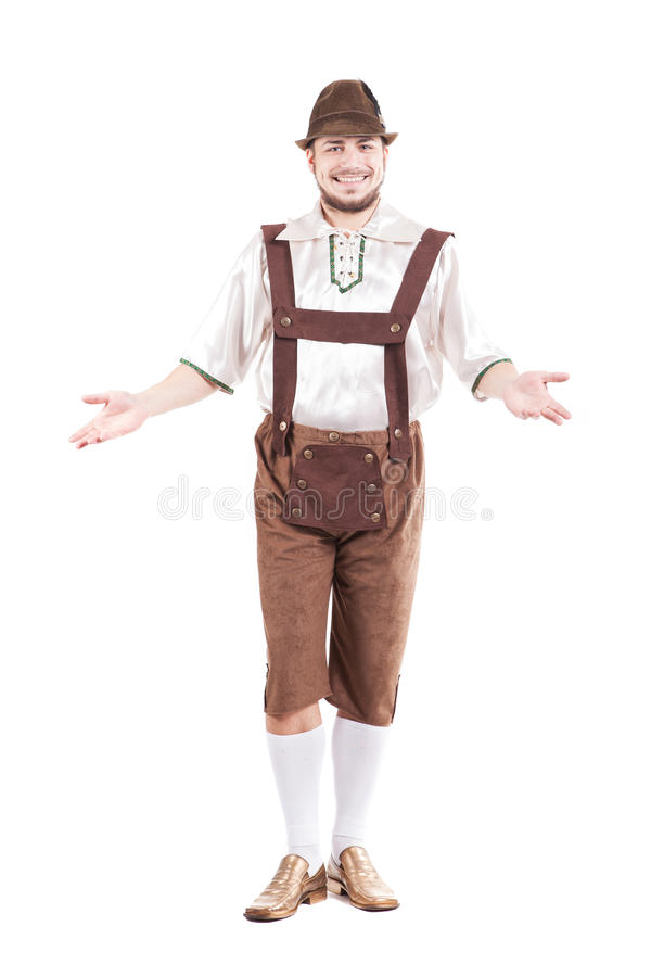 Glimlachende Beierse mens in overhemd en leerbroek stock foto's