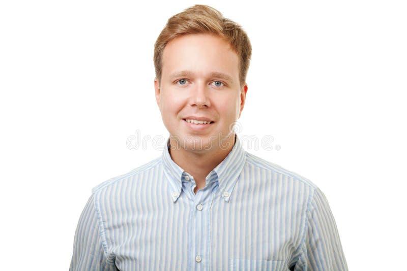 Glimlachende blonde die mens in overhemd op wit wordt geïsoleerd royalty-vrije stock fotografie