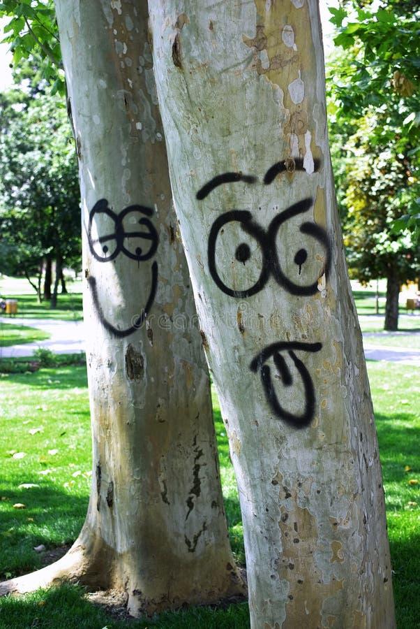 Glimlachende bomen stock afbeelding