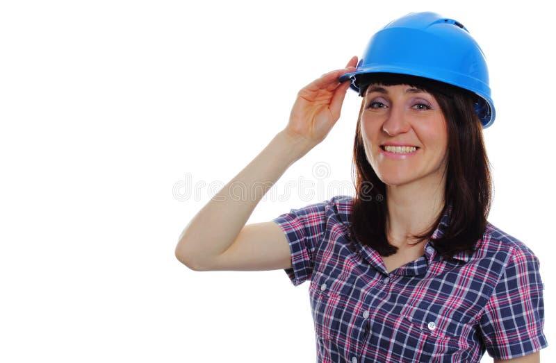 Glimlachende bouwersvrouw die beschermende blauwhelm dragen royalty-vrije stock foto