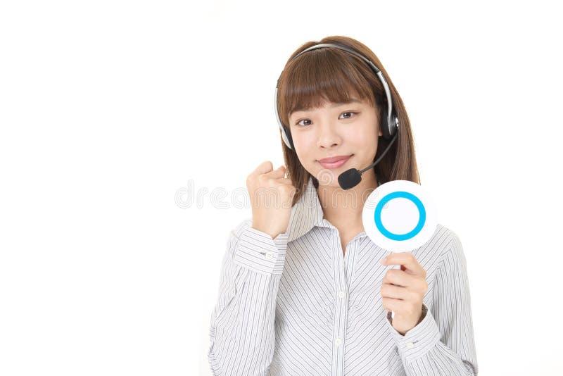 Glimlachende call centreexploitant royalty-vrije stock afbeelding