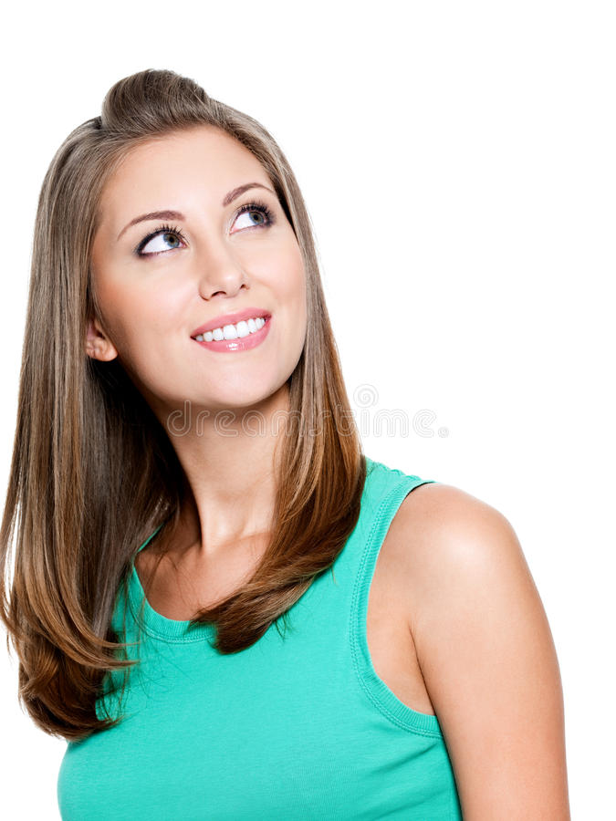 Glimlachende denkende vrouw die omhoog kijkt royalty-vrije stock fotografie