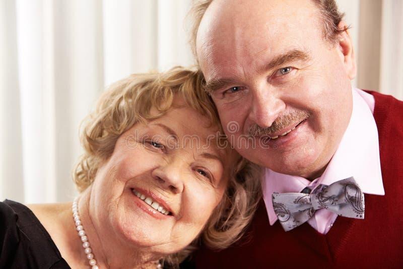 Glimlachende echtgenoot en vrouw royalty-vrije stock foto's