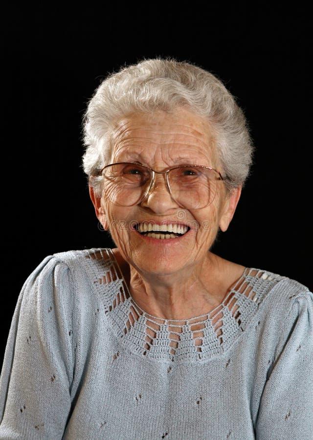 Glimlachende Gelukkige Bejaarde op Zwarte royalty-vrije stock afbeelding