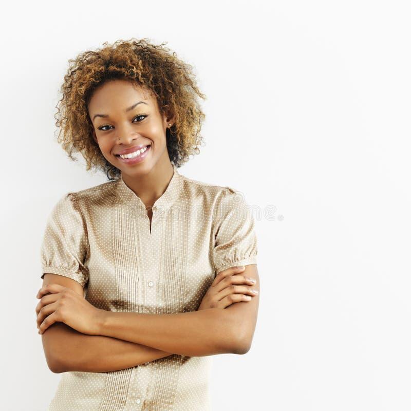 Glimlachende gelukkige vrouw royalty-vrije stock afbeelding