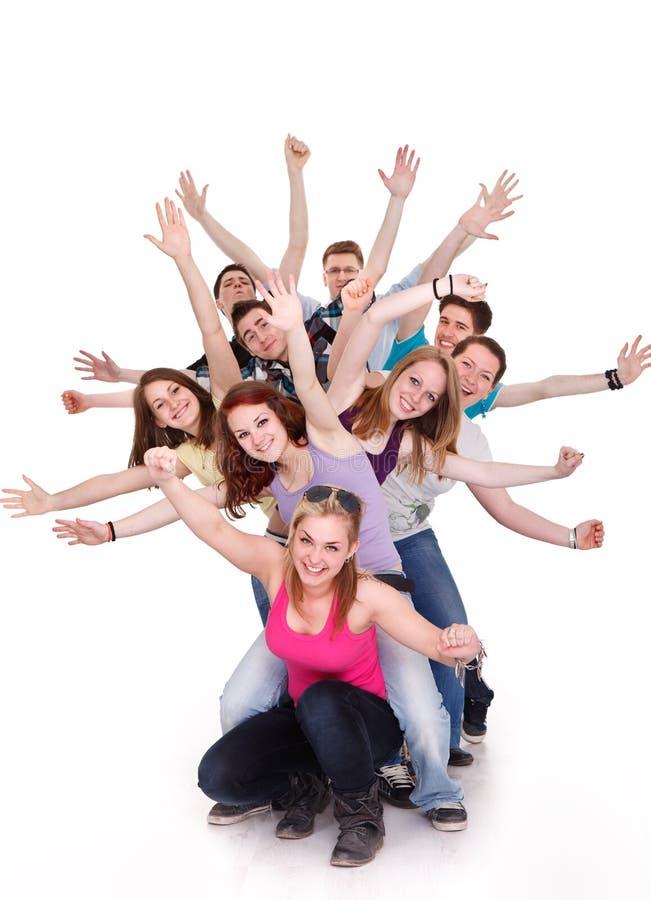 Glimlachende groep jonge vrienden die pret hebben stock foto