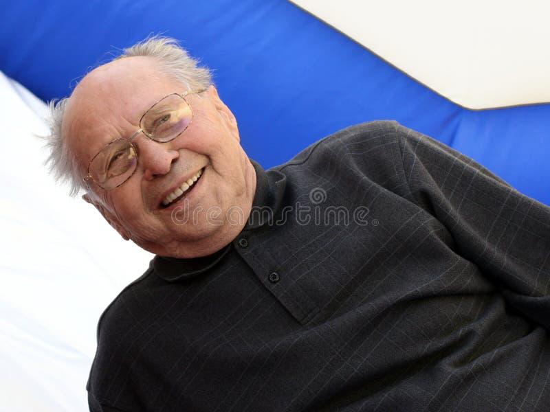 Glimlachende hogere mens royalty-vrije stock afbeelding