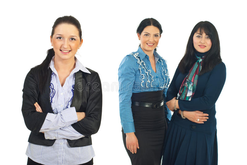 Glimlachende jonge bedrijfsvrouw en haar team royalty-vrije stock afbeelding