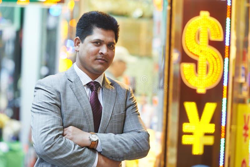 Glimlachende jonge Indische zakenman stock fotografie