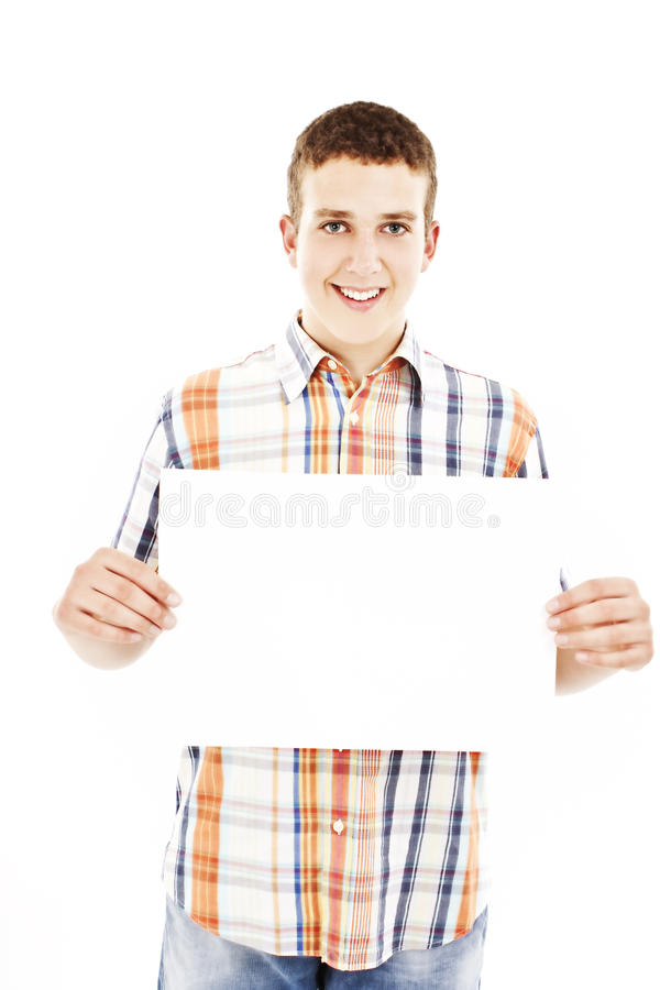 Glimlachende jonge toevallige mens die wit teken houdt royalty-vrije stock foto's