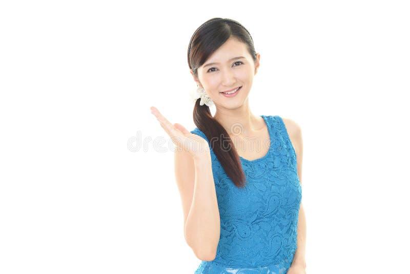 Glimlachende Jonge Vrouw stock foto