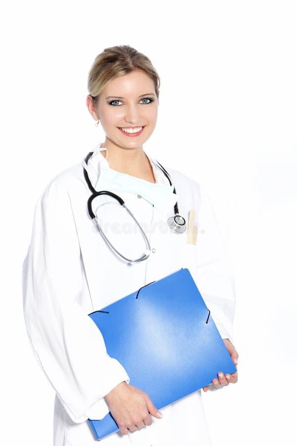Glimlachende vrouw arts die rondes doen stock afbeelding