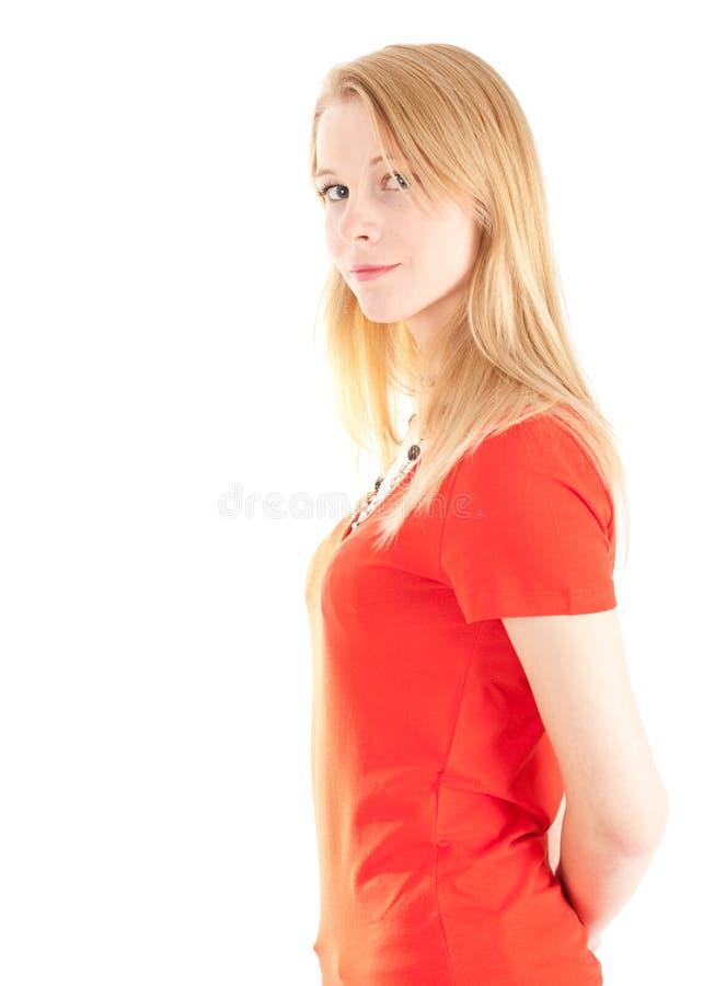 Glimlachende jonge vrouw in rode blouse royalty-vrije stock afbeelding