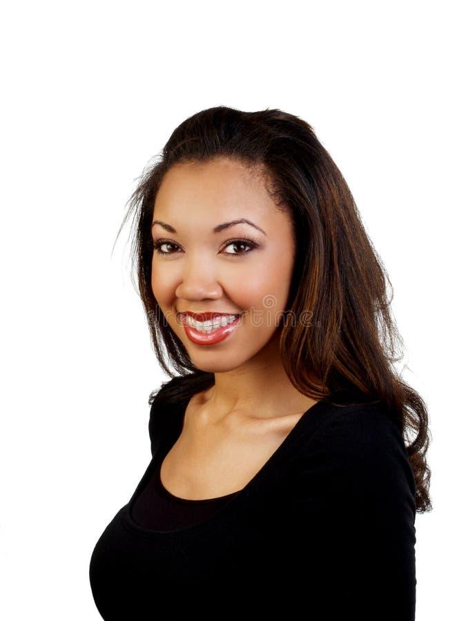 Glimlachende jonge zwarte met mooie steunen stock fotografie