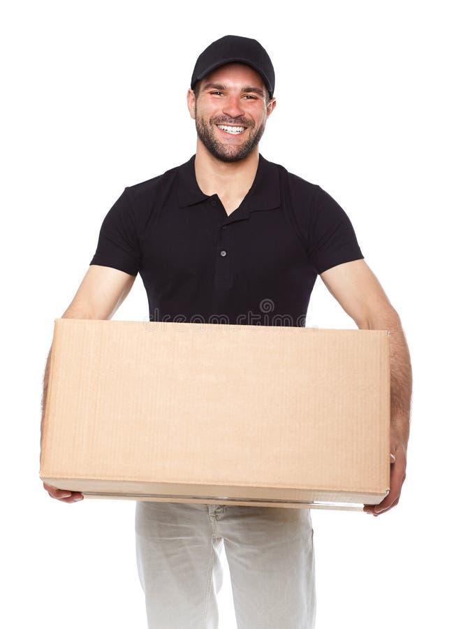 Glimlachende leveringsmens die cardbox geven royalty-vrije stock afbeeldingen