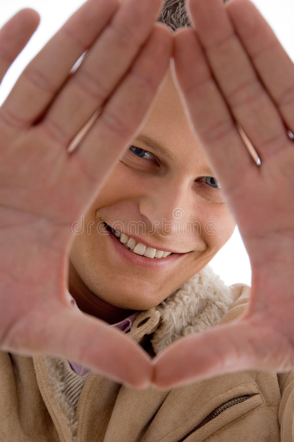 Glimlachende mens die handgebaar toont royalty-vrije stock foto