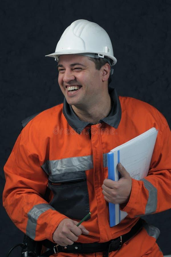 Glimlachende mijnarbeider met dossier royalty-vrije stock afbeelding