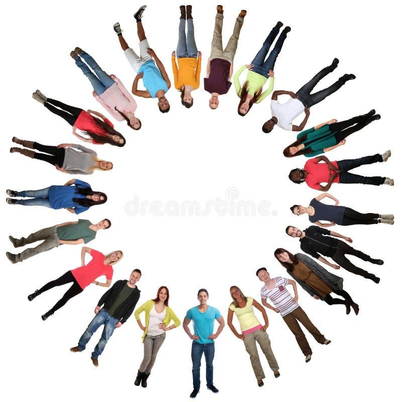 Glimlachende multiculturele multi etnische gelukkige groep jongeren i stock foto