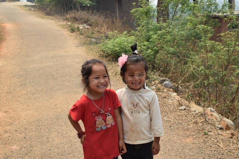 Glimlachende Nepalese kinderen stock afbeeldingen