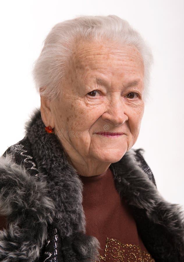 Download Glimlachende oude vrouw stock afbeelding. Afbeelding bestaande uit bont - 29503319