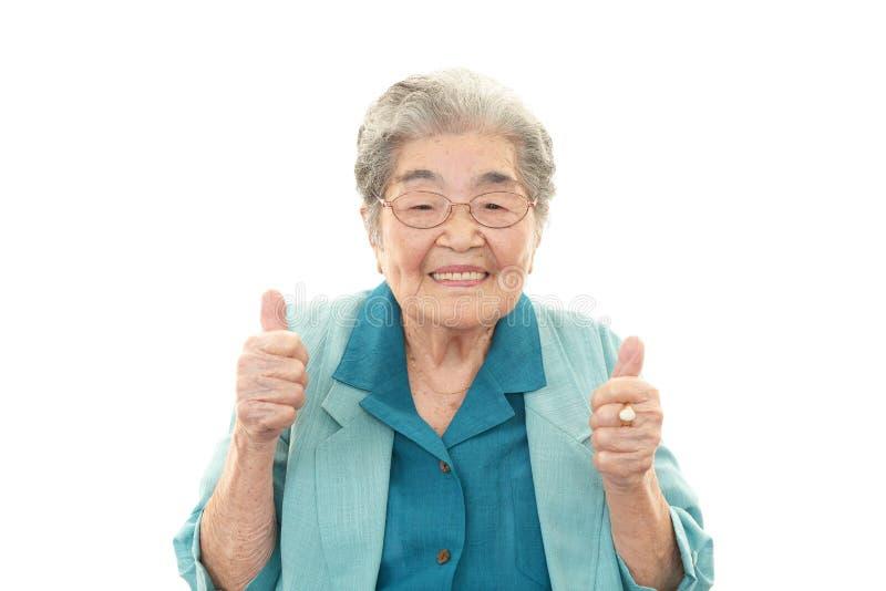 Glimlachende oude vrouw royalty-vrije stock afbeelding