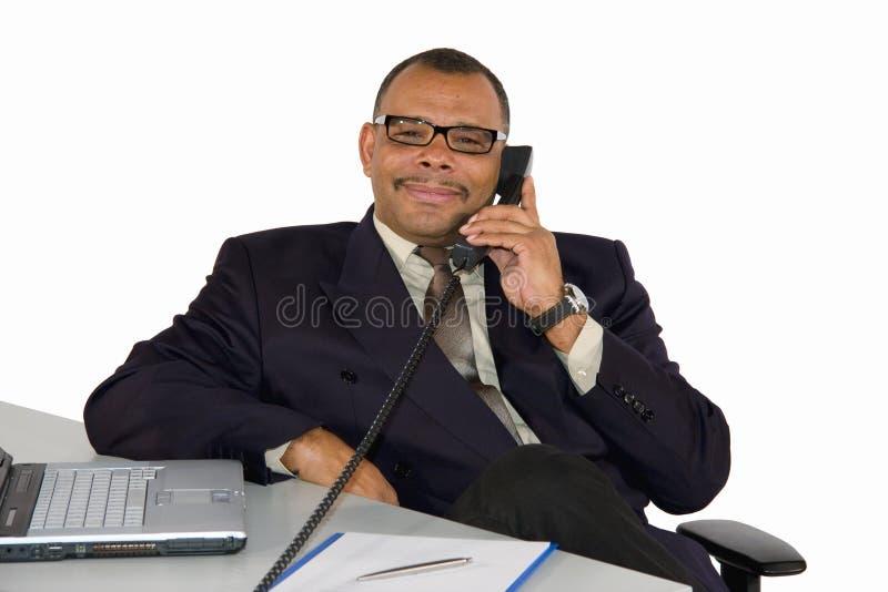 Glimlachende rijpe Afrikaans-Amerikaanse manager stock foto's