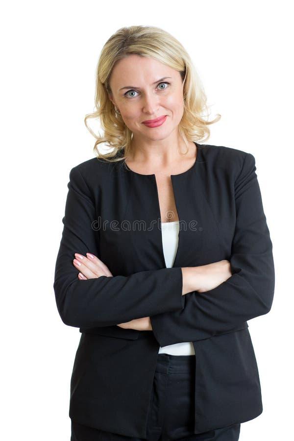 Glimlachende rijpe bedrijfsdame die over witte achtergrond wordt geïsoleerd royalty-vrije stock foto's
