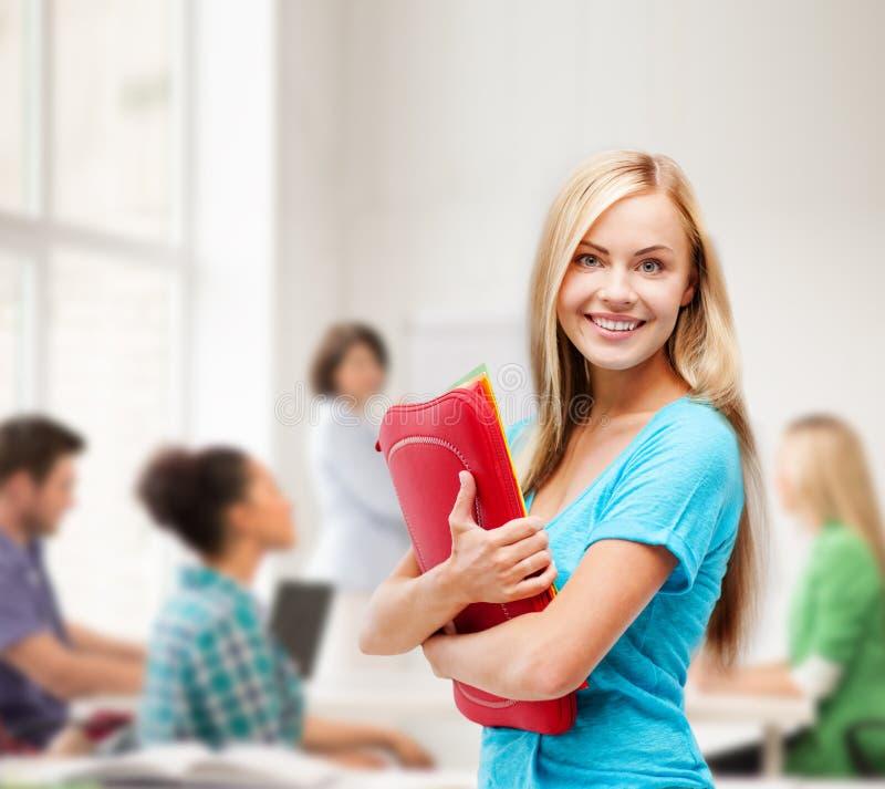 Glimlachende student met omslagen royalty-vrije stock fotografie