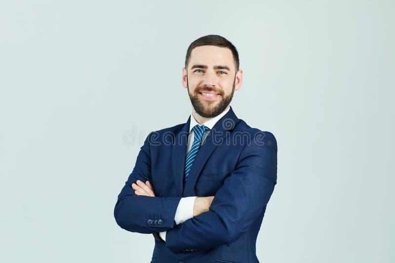 Glimlachende succesvolle mens in kostuum stock afbeeldingen