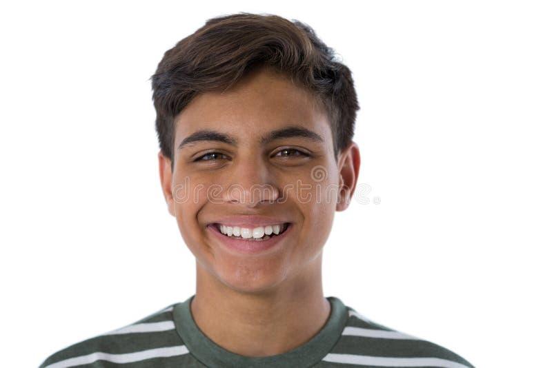 Glimlachende tiener tegen witte achtergrond royalty-vrije stock afbeelding