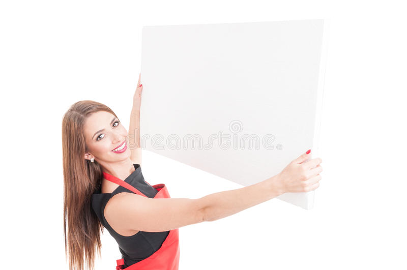 Glimlachende verkoper die op leeg aanplakbord toenemen stock fotografie