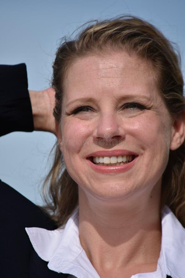 Glimlachende Volwassen Bedrijfsvrouw stock foto