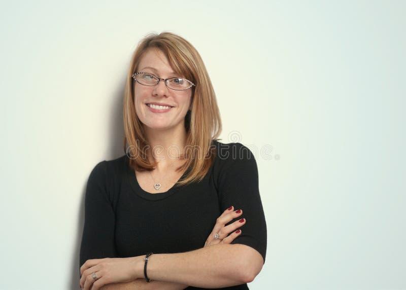 Download Glimlachende vrouw stock foto. Afbeelding bestaande uit glazen - 29514654