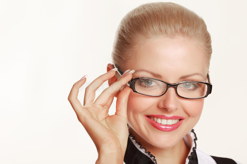 Glimlachende vrouw die glazen draagt royalty-vrije stock foto