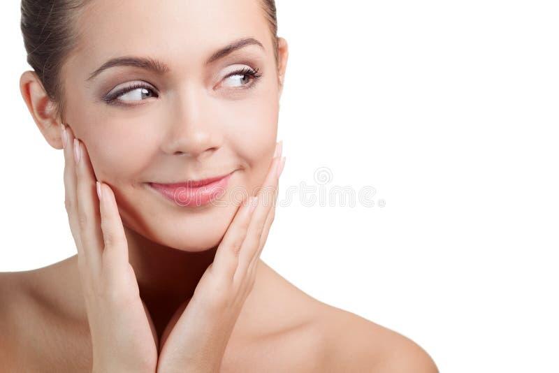 Glimlachende vrouw die op copyspace kijken royalty-vrije stock afbeeldingen