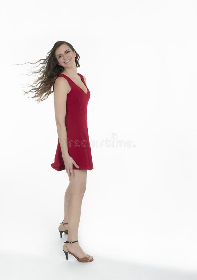 Glimlachende vrouw met blazend haar stock afbeelding