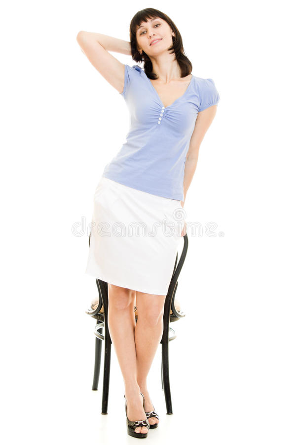 Glimlachende vrouw met een stoel stock afbeeldingen