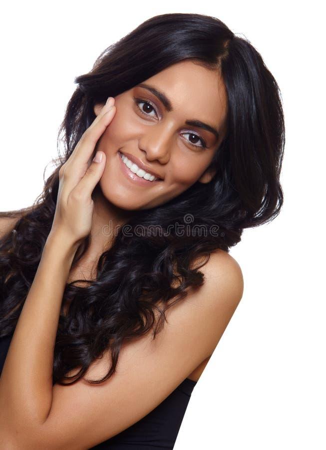 Glimlachende vrouw met lang haar royalty-vrije stock foto