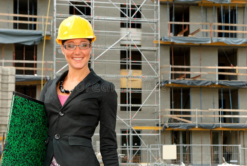 Glimlachende vrouwelijke architect stock fotografie