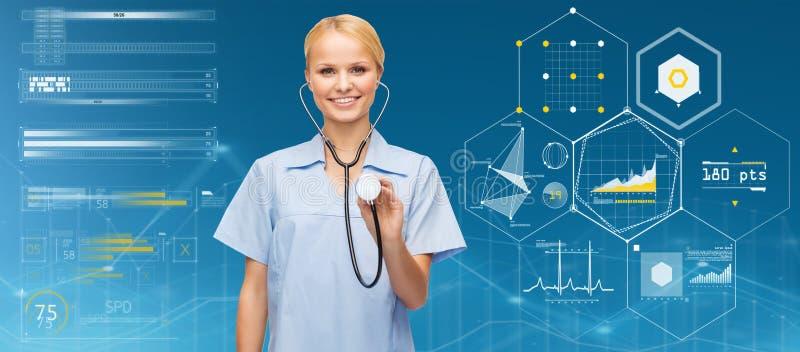 Glimlachende vrouwelijke arts of verpleegster met stethoscoop royalty-vrije stock foto