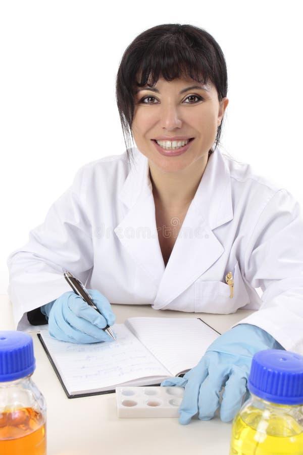 Glimlachende wetenschappelijk onderzoeker stock afbeelding