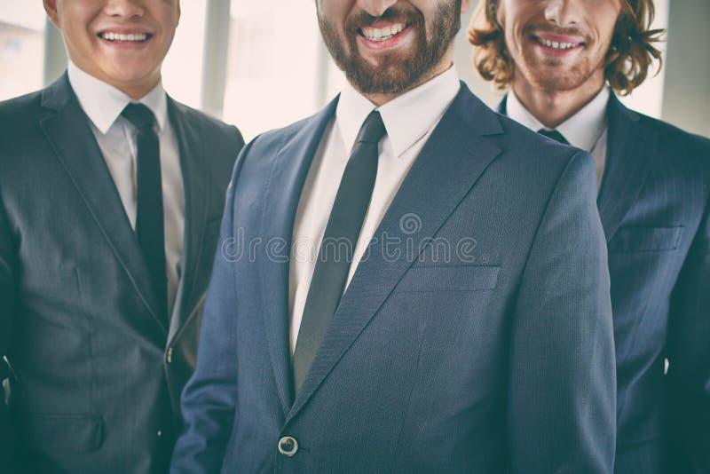 Glimlachende Zakenlieden stock foto's
