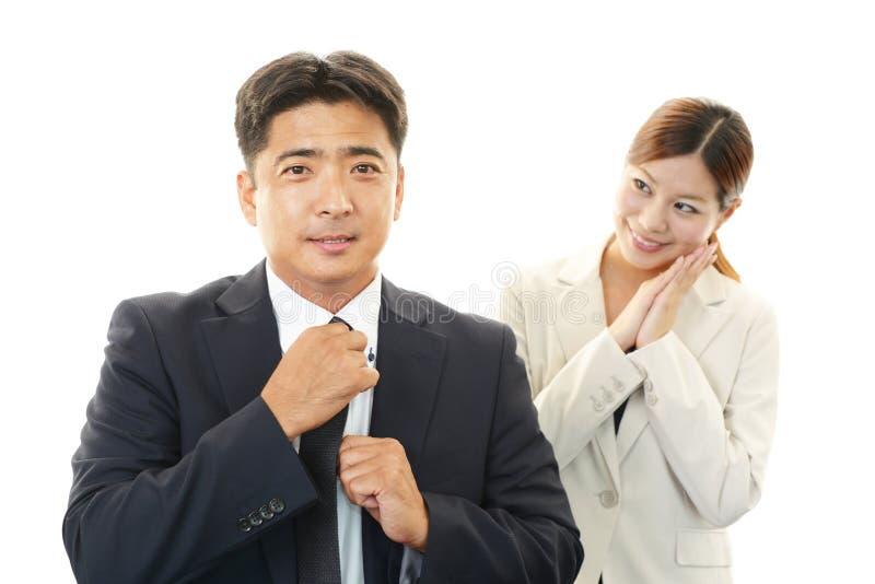 Glimlachende zakenman en onderneemsters stock foto