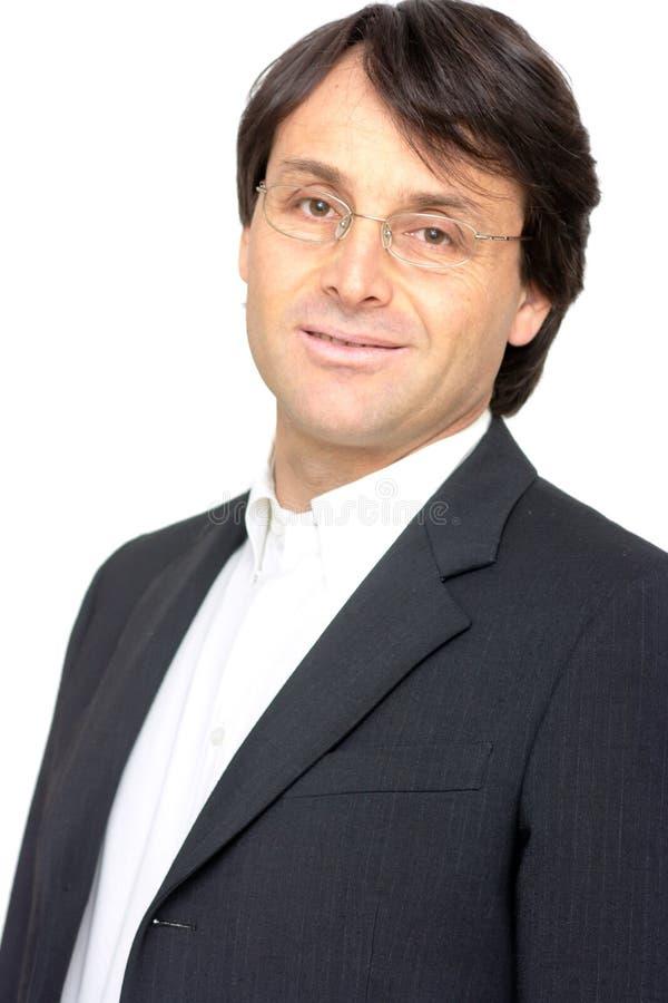 Glimlachende zakenman met glazen stock fotografie