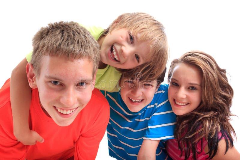 Glimlachende zuster met broers stock afbeeldingen